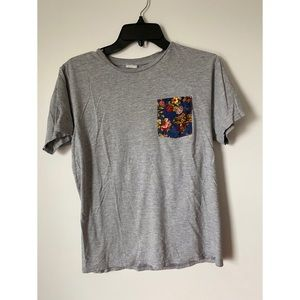 Tops - Gray shirt with floral pocket
